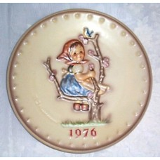 "Hummel 1976 Christmas Annual Plate 7.5"" diameter"